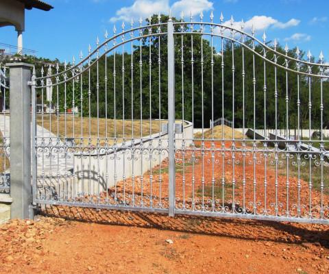 Cancello carraio e cancelletto pedonale in ferro zincato a caldo