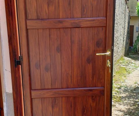 Porta in alluminio con finitura legno